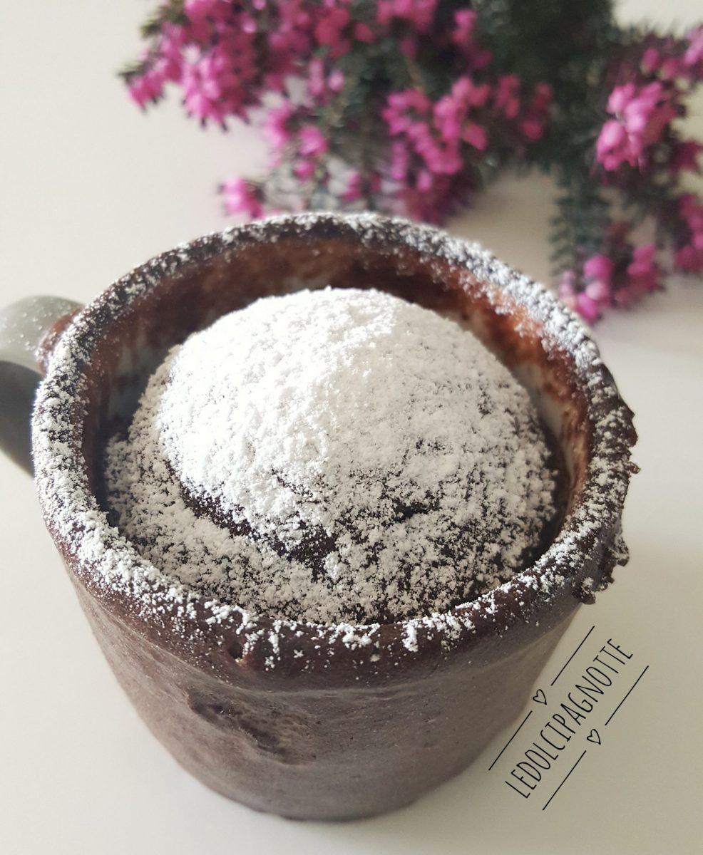 Tortino al cioccolato cotto in tazza
