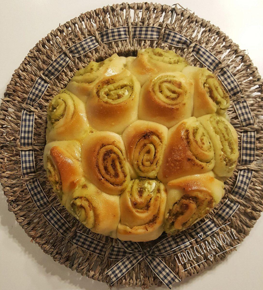 Torta di rose pesto e formaggio spalmabile